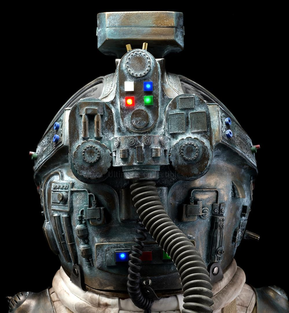 ALIEN (1979) - Light-up Replica Thomas Kane (John Hurt) Spacesuit Display - Image 6 of 15