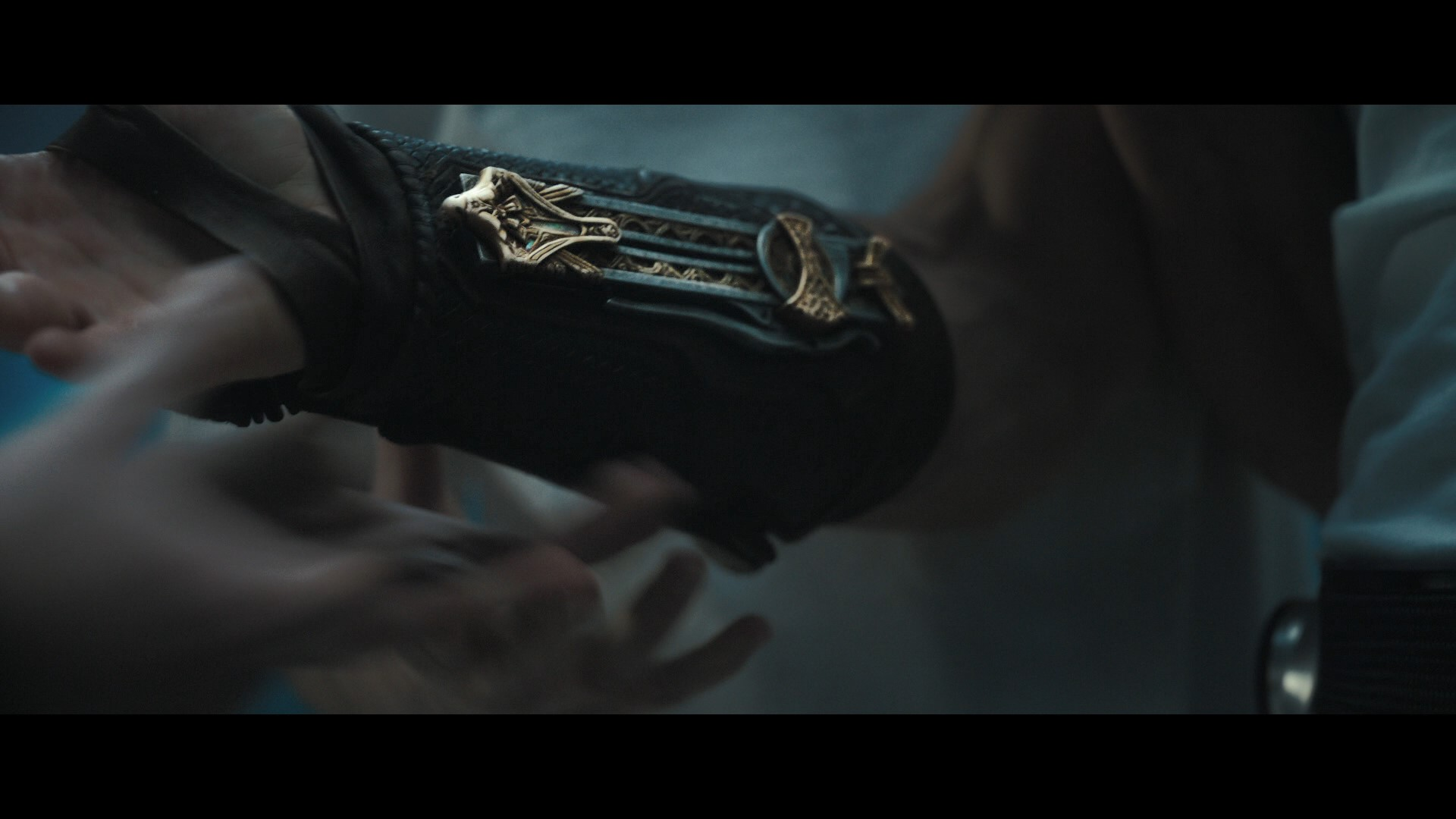 ASSASSIN'S CREED (2016) - Aguilar's (Michael Fassbender) SFX Wristblade - Image 11 of 17
