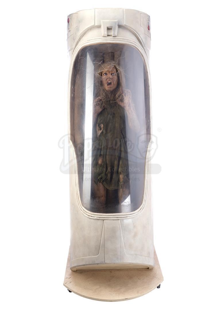 ALIEN3 (1992) - SFX Newt (Carrie Henn) Body in Custom Themed Display