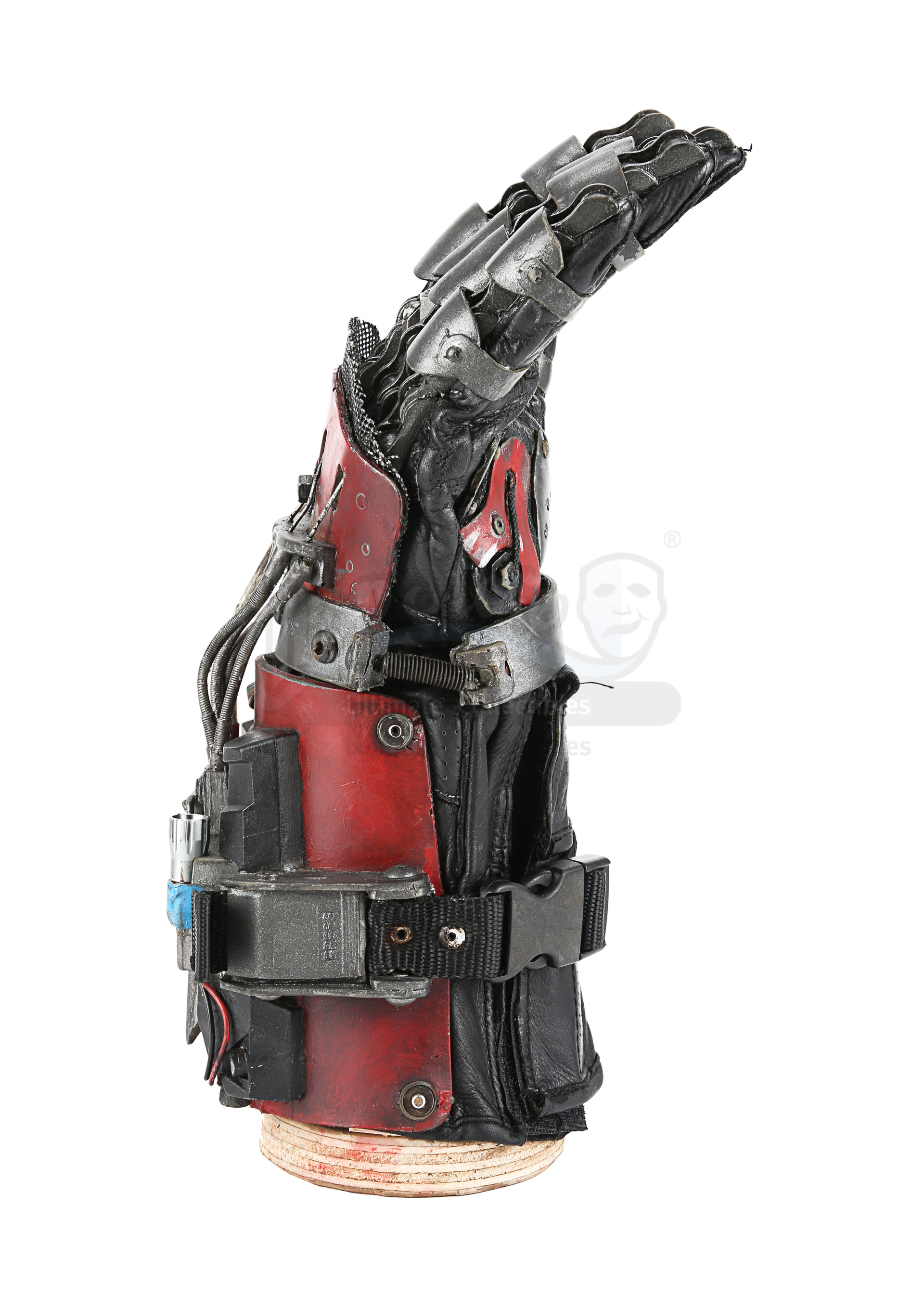 ASH VS EVIL DEAD (TV SERIES) - Ash's (Bruce Campbell) Mechanical Hand - Image 5 of 12
