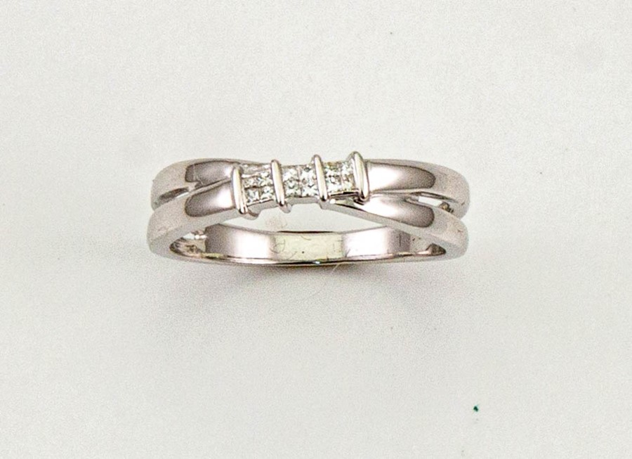 Lot 17 - An 9ct white gold and diamond ring, set with three princess cut diamonds, size R, 3.8g.