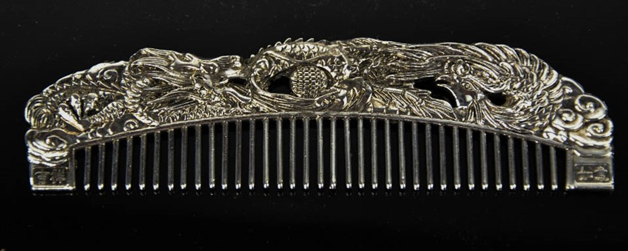 Lot 255 - A Tibetan Miao silver signed comb, of dragon and phoenix