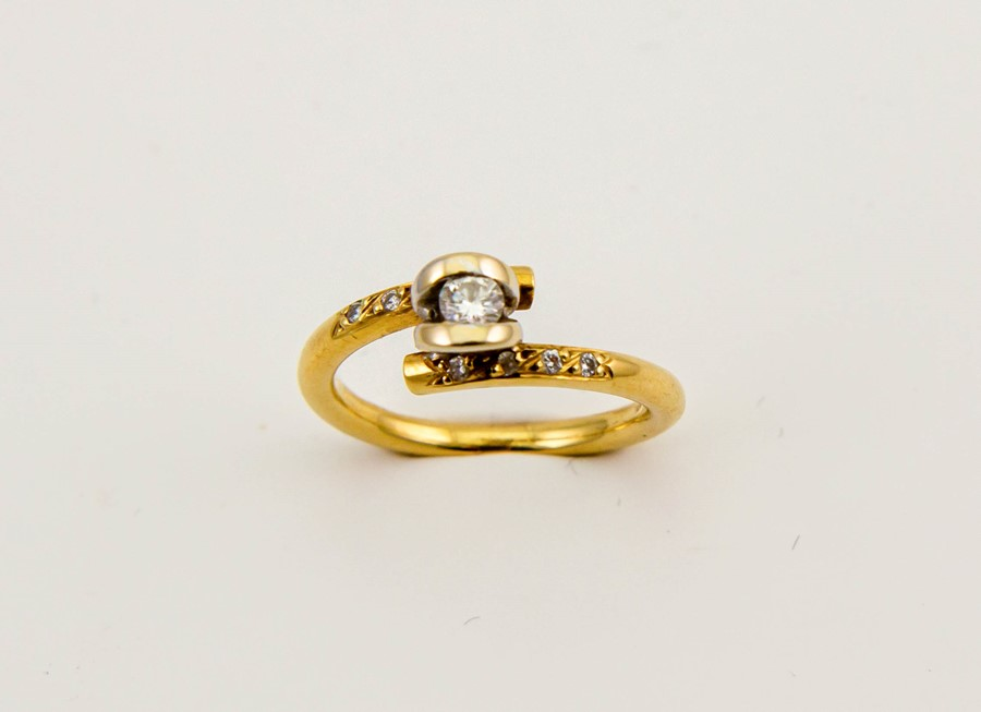 Lot 6a - An 18ct gold and diamond ring, in a bespoke contemporary setting, the centre diamond approx 0.