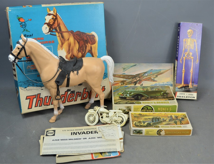 Lot 327 - A group of vintage boxed Air-fix models together with a boxed thunderbolt horse by Marx