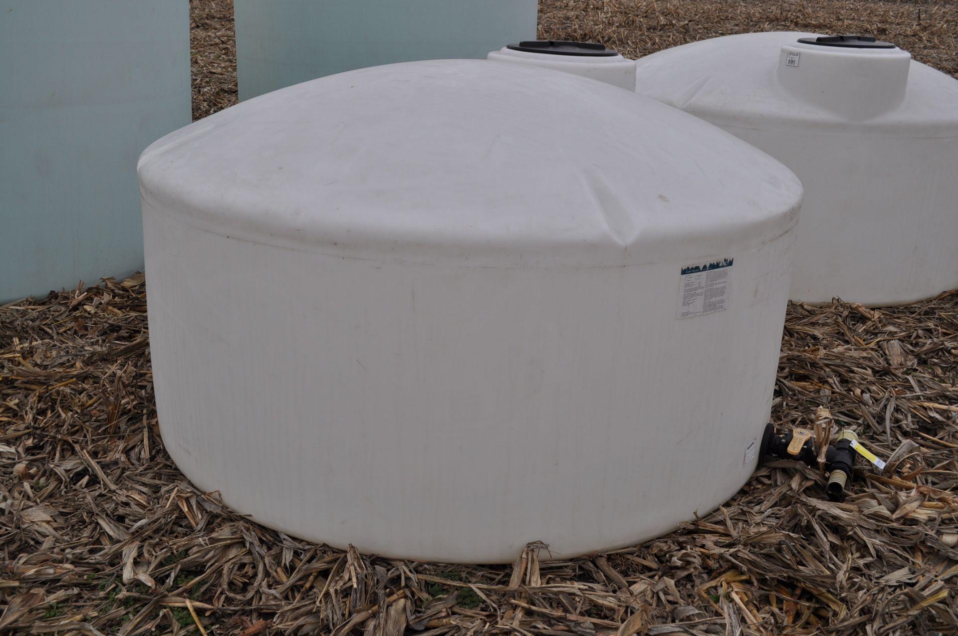 1100 gallon flat bottom poly tank - Image 2 of 4