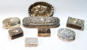 Silver oval box with embossed lid, Birmingham 1902, and seven similar items, 10oz.  (8)