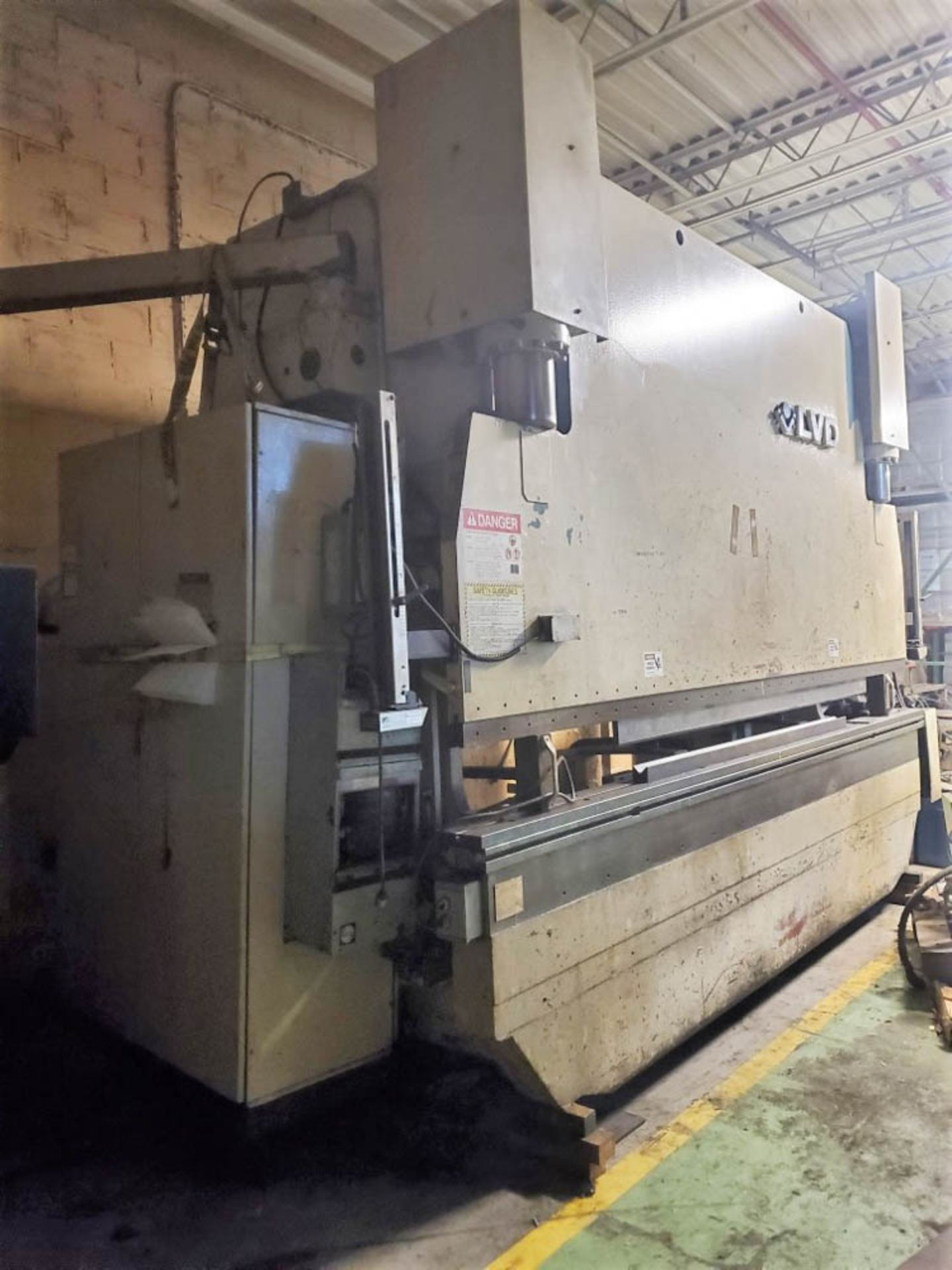 """1993 LVD PPEB160-40 160 TON X 161"""" CNC BRAKE(located in Markle,Indiana), MNC85000, 124"""" BH -AS IS - Image 3 of 6"""