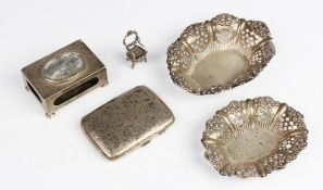 An Edwardian silver bon-bon dish by William Devenport, Birmingham 1901, of oval form with embossed