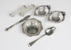 A pair of George V silver bon bon dishes by Henry Matthews, Birmingham 1912, each of oval form