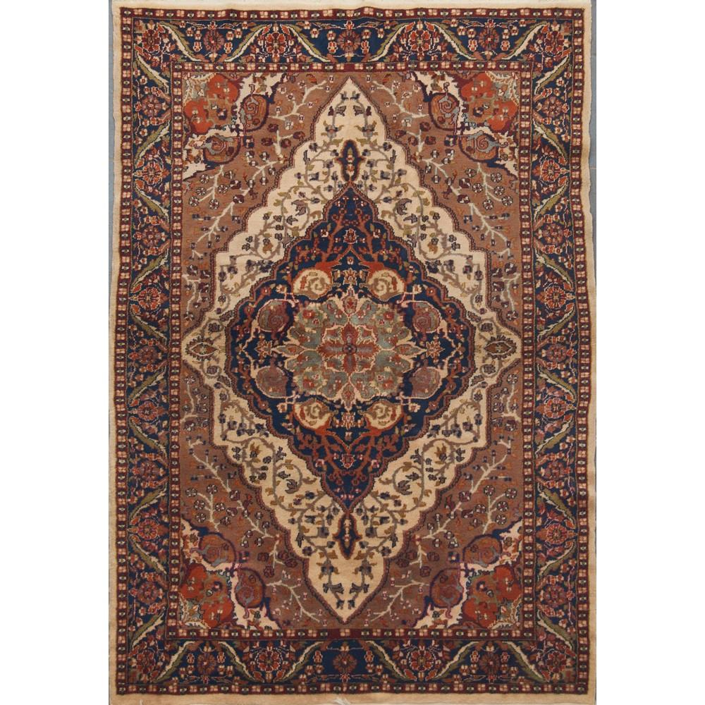 Lot 35 - TAPPETO Agra, trama e ordito in cotone, vello in lana. India XX secolo Misure: cm 185 x 122