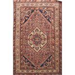 TAPPETO Hosseinabad, trama e ordito in cotone, vello in lana. Persia XX secolo Misure: cm 206 x 139