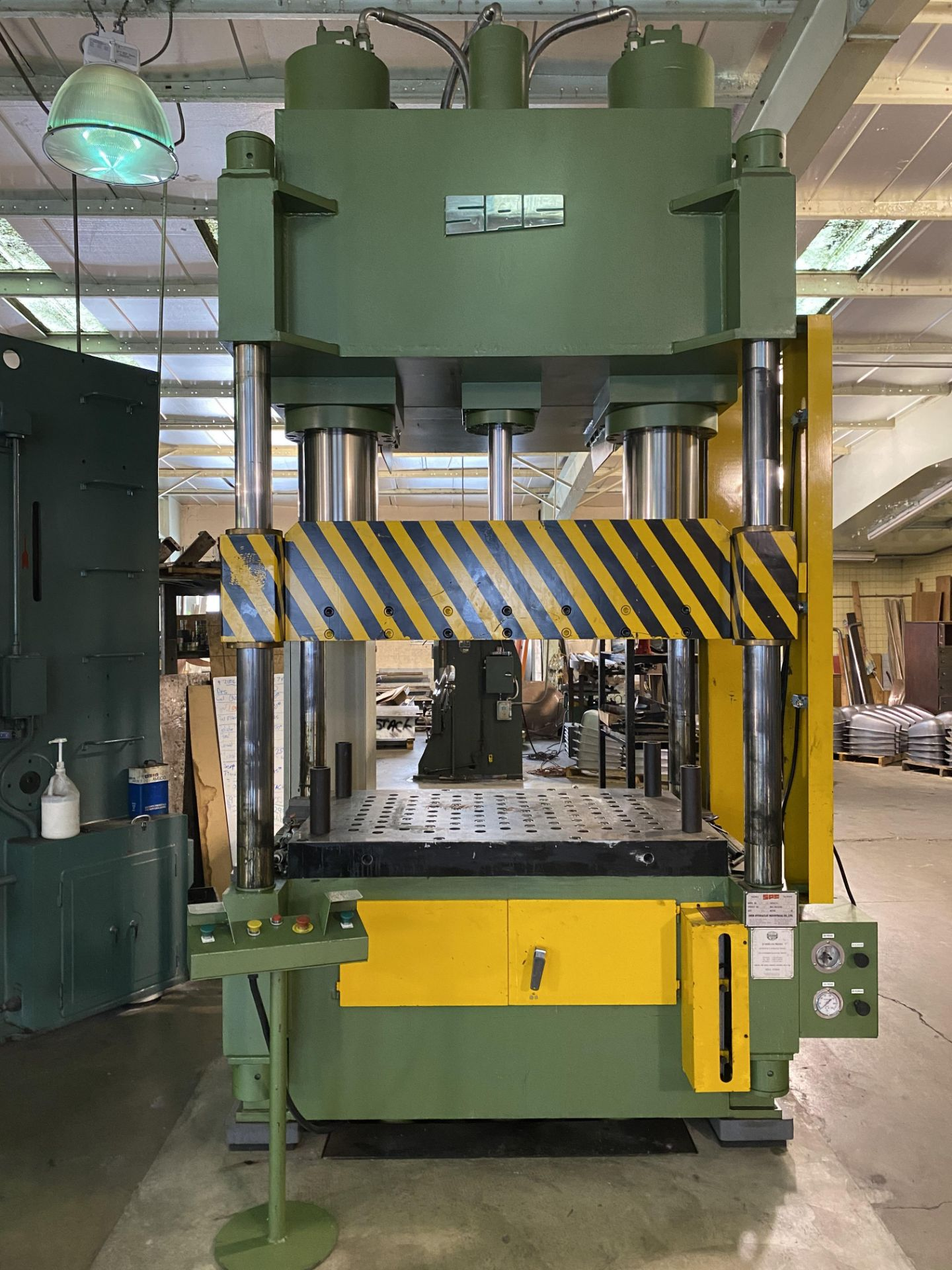 Lot 0A - 2001 SUTHERLAND AUTO STAMPER 200 TON DEEP DRAW HYDRAULIC PRESS, MODEL HP-200, 200 TON CAPACITY