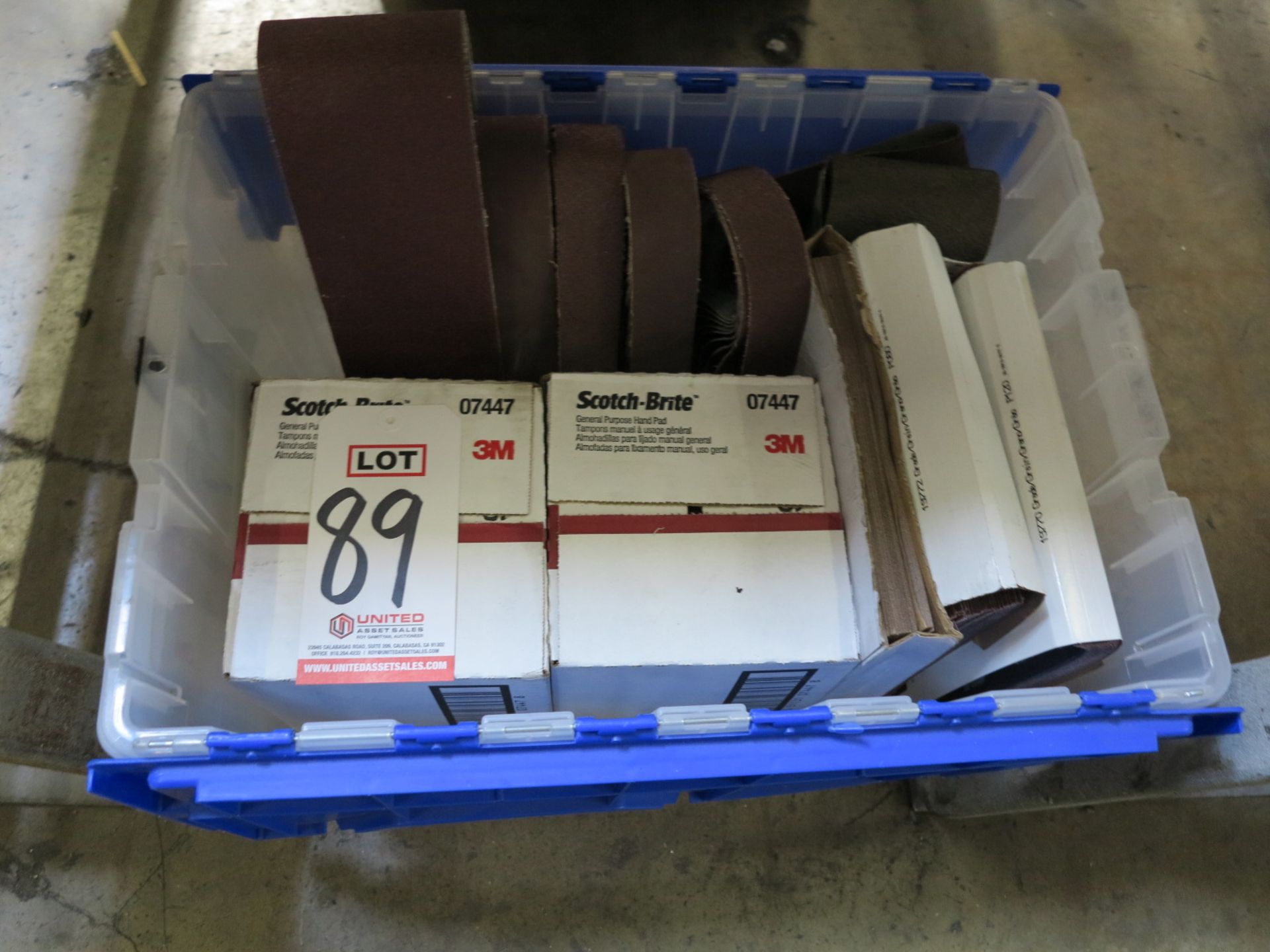 Lot 89 - LOT - TOTE OF SANDING BELTS, SCOTCH-BRITE AND MISC SAND PAPER