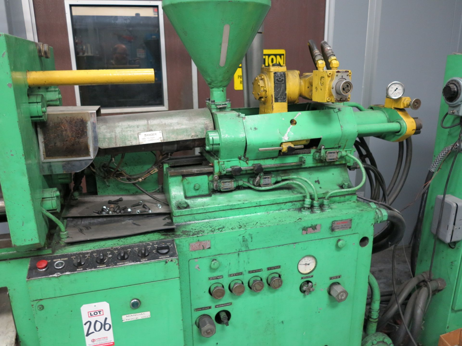 Lot 206 - KAWAGUCHI 40-TON PLASTIC INJECTION MOLDING MACHINE, MODEL KC-40, S/N K7-171562, SHOT VOLUME: 4.0 INC