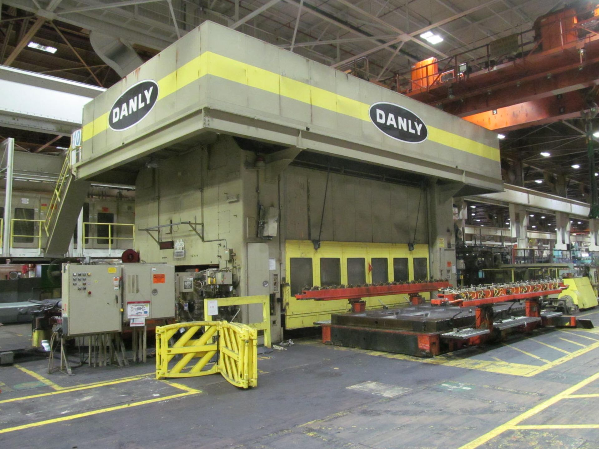 "Lot 17 - DANLY TS4-2000-216-108TF TRANSFER PRESS, S/N 84-4164-03, 2000 TON CAPACITY, 216"" X 108"" BED, 30"""
