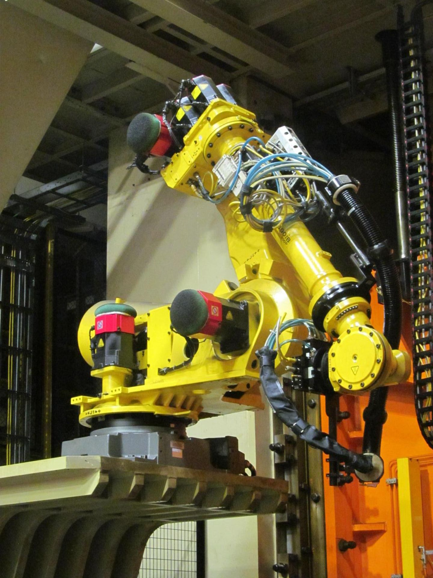 Lot 7 - 6-AXIS FANUC 2000iB 100P LOADING ROBOT w/ R-30iA CONTROL & TEACH PAD, *PLEASE NOTE: SUBJECT TO