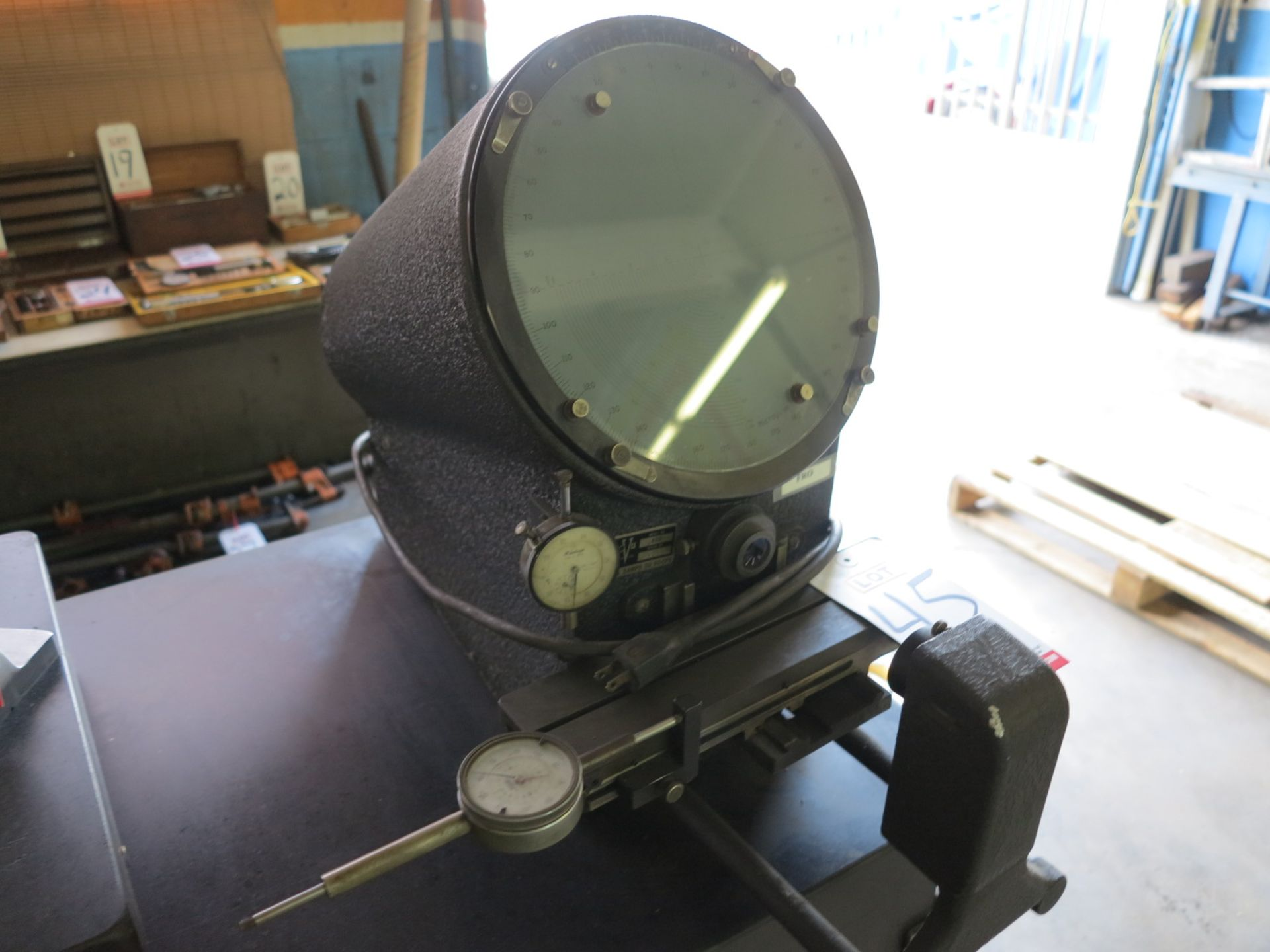 Lot 45 - MICRO VU OPTICAL COMPARATOR, MODEL 400, S/N 10886