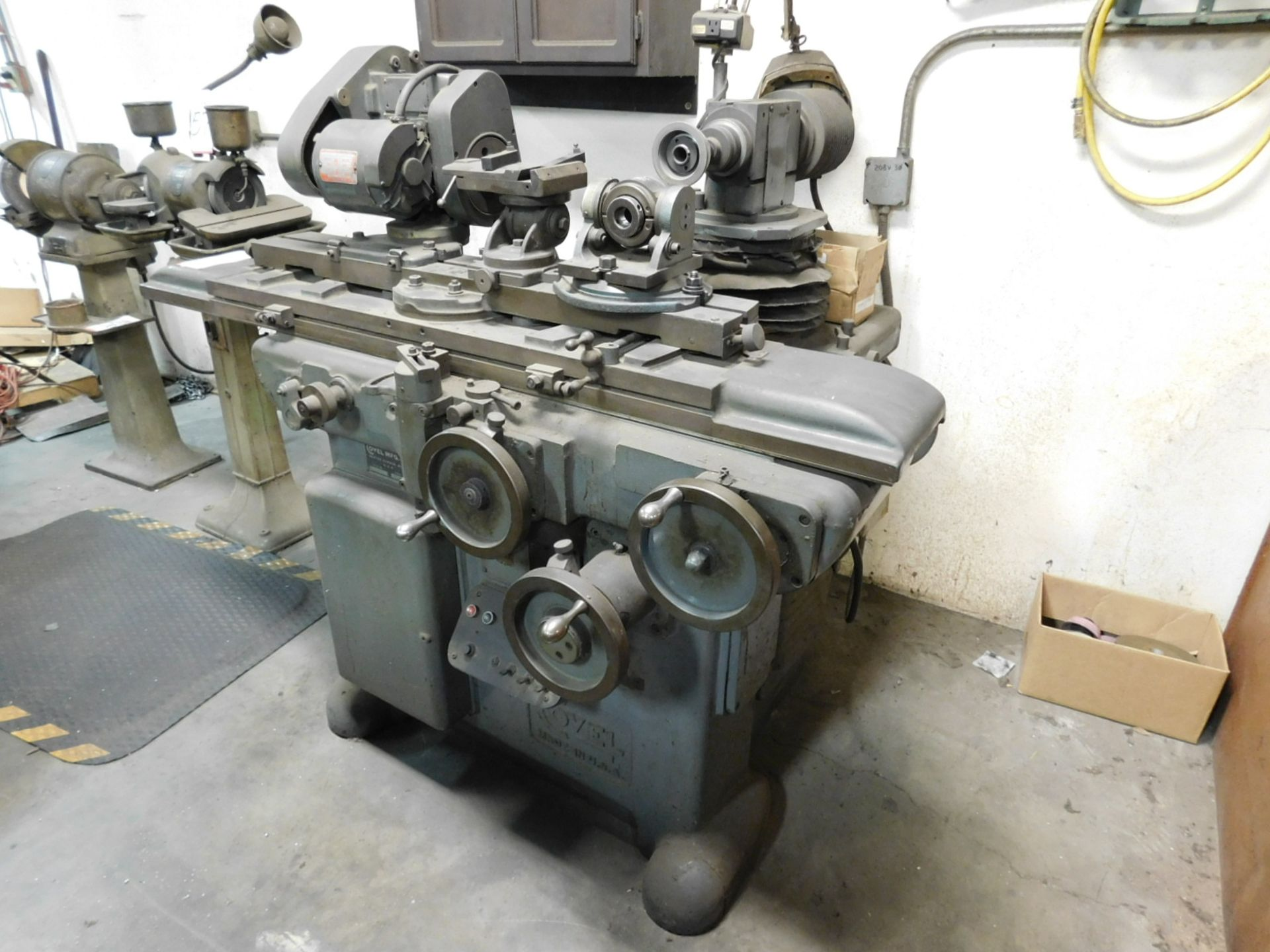 Lot 58 - COVEL MFG. CO. NO. 22 UNIVERSAL CUTTER AND TOOL GRINDER, S/N 22-289