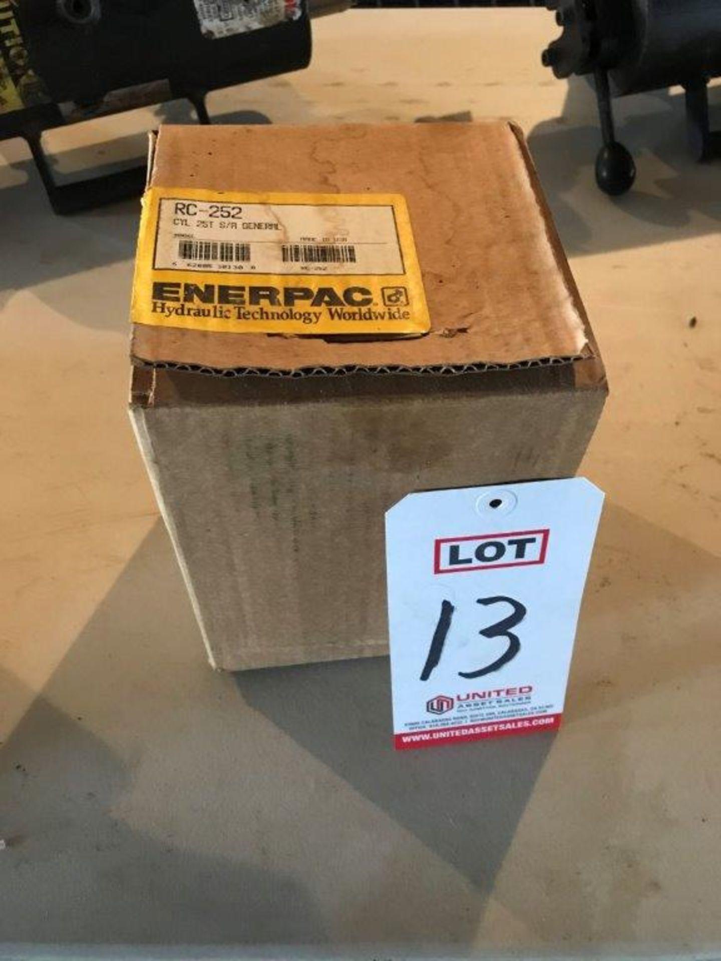Lot 13 - NEW ENERPAC, MODEL RC-252, HYDRAULIC RAM