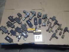 LOT - HAND-OPERATED PNEUMATIC CONTROL VALVES, QUICK EXHAUST VALVES AND FLOW CONTROL VALVES (USED,