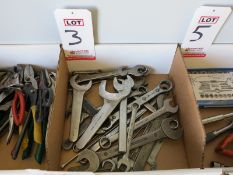 LOT - ASSORTED OPEN AND COMBO WRENCHES