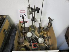 LOT - INDICATORS AND STANDS