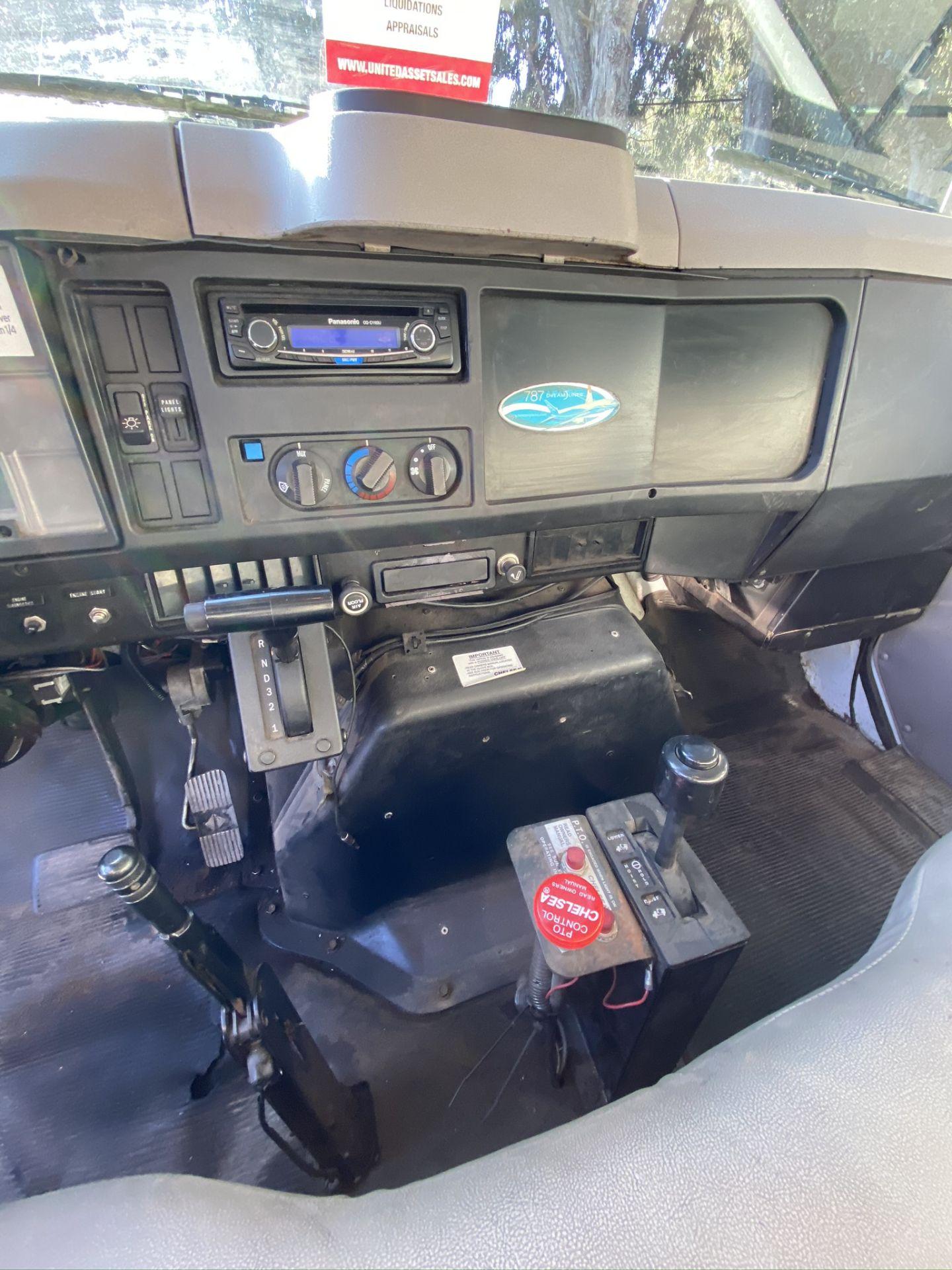 1999 INTERNATIONAL 4700 MODEL DT466E DUMP TRUCK, ODOMETER 231,465 MILES, VIN: 1HTSCAAM4XH687456 - Image 10 of 13