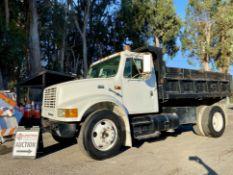 1999 INTERNATIONAL 4700 MODEL DT466E DUMP TRUCK, ODOMETER 231,465 MILES, VIN: 1HTSCAAM4XH687456