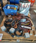 LOT - MISC ELECTRIC EXTENSION CORDS AND RELATED ITEMS