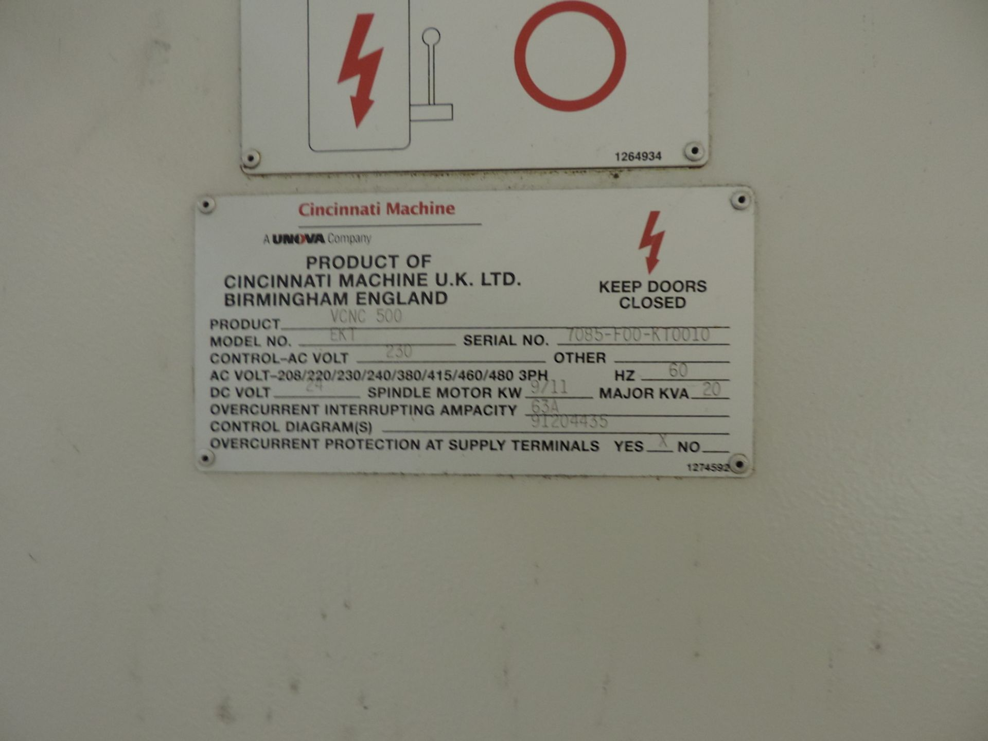 "CINCINNATI VCNC 500 VMC, F00-K10010 GE FANUC 21 I-MB CONTROL, XYZ TRAVELS: 20"" X 20"" X 20"" , 27"" X - Image 10 of 13"
