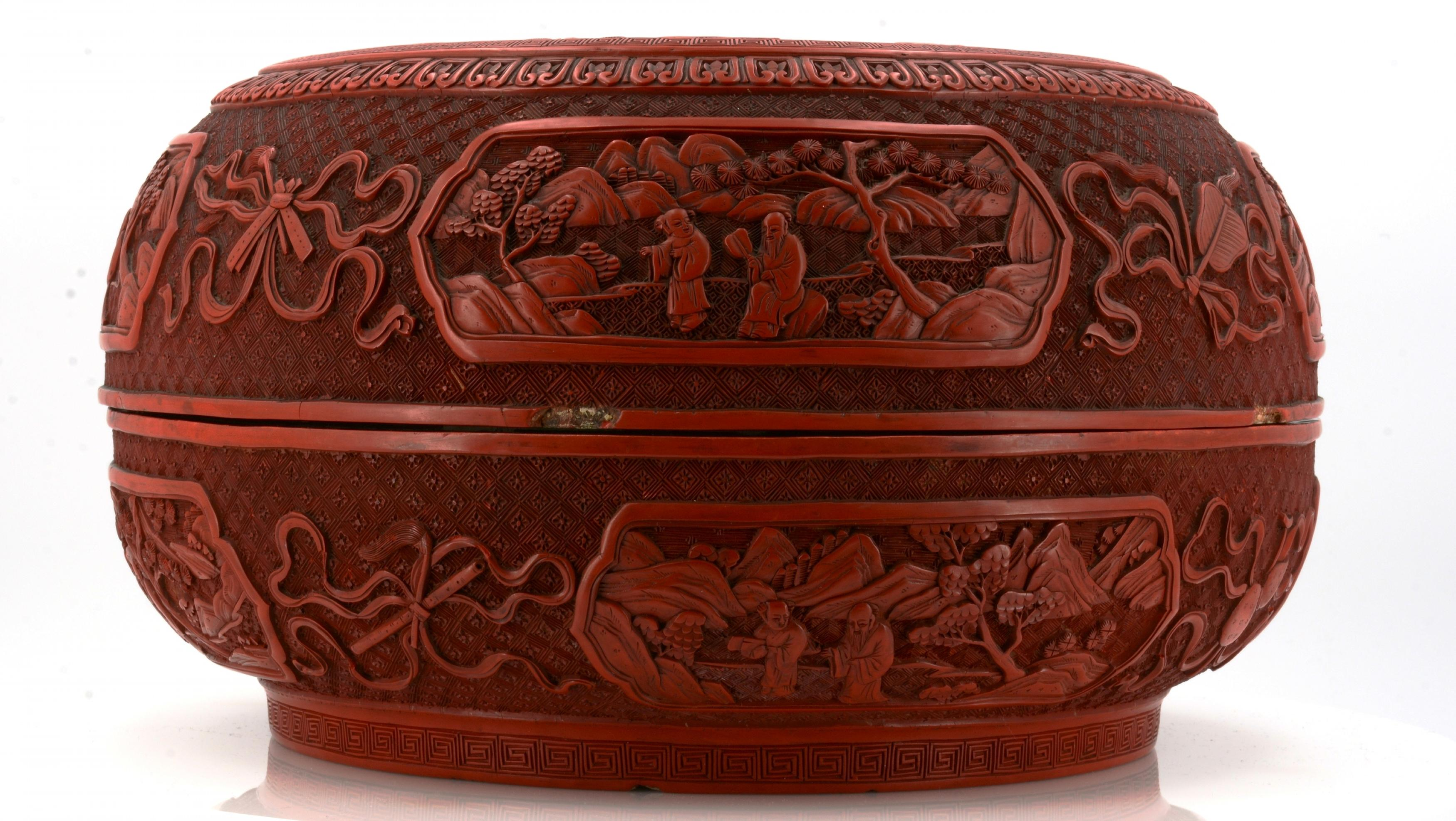 Lot 16 - IMPORTANT BOX WITH RED CARVED LACQUER. Origin: China. Dynasty: Qing dynasty. Date: 18th c.