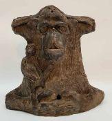 (Aziatica) Terracotta beeld aap met jongTerracotta beeld van een aap met jong, 20e eeuw. Conditie: