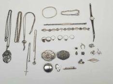 (zilveren sieraden.) Zilver. Divers lot sieraden.Zilver divers lot sieraden waarvan enkele onedel (