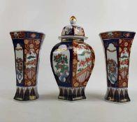 (Aziatica) Porseleinen kaststel goldimari, Japan, tweede helft 20e eeuwPorseleinen kaststel