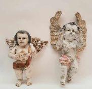 (Curiosa) Houten engelenTwee decoratieve houten engelen. Conditie: Beschadigingen, ontbreekt