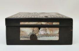 (Aziatica) Houten kist ingelegd met parelmoerChinees houten kist ingelegd met gegraveerd