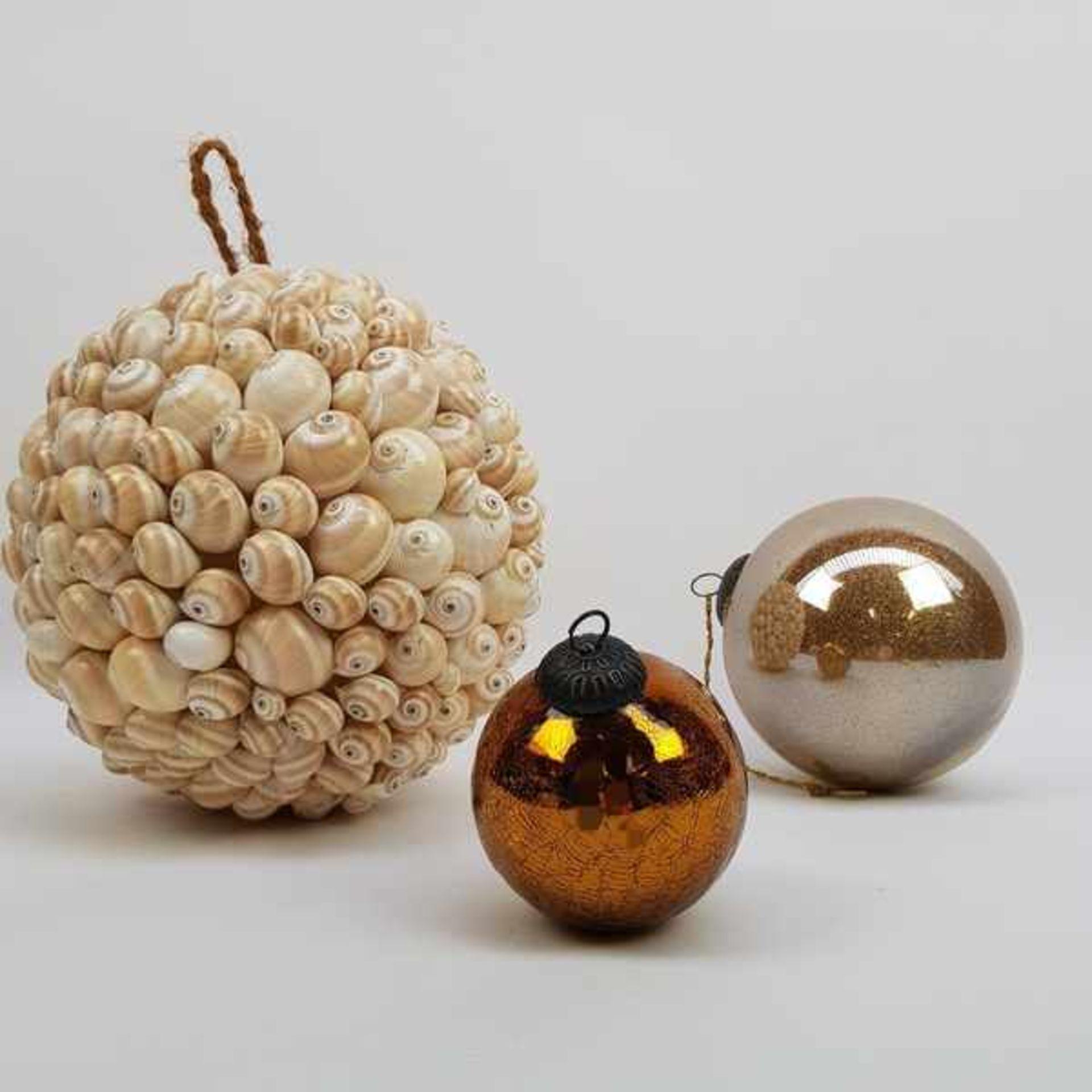 (Curiosa) Heksenballen en bal van schelpen