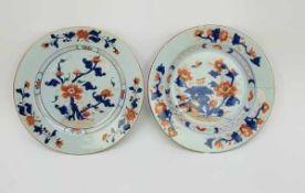 (Aziatica) Twee Imari borden - China - eerste helft 18e eeuw (Yongzheng periode)