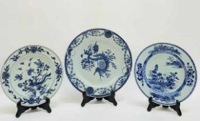 (Aziatica) Drie blauw witte borden - China - 18e eeuw