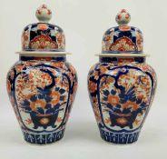 (Aziatica) Twee Imari dekselpotten - Japan - 19e eeuw