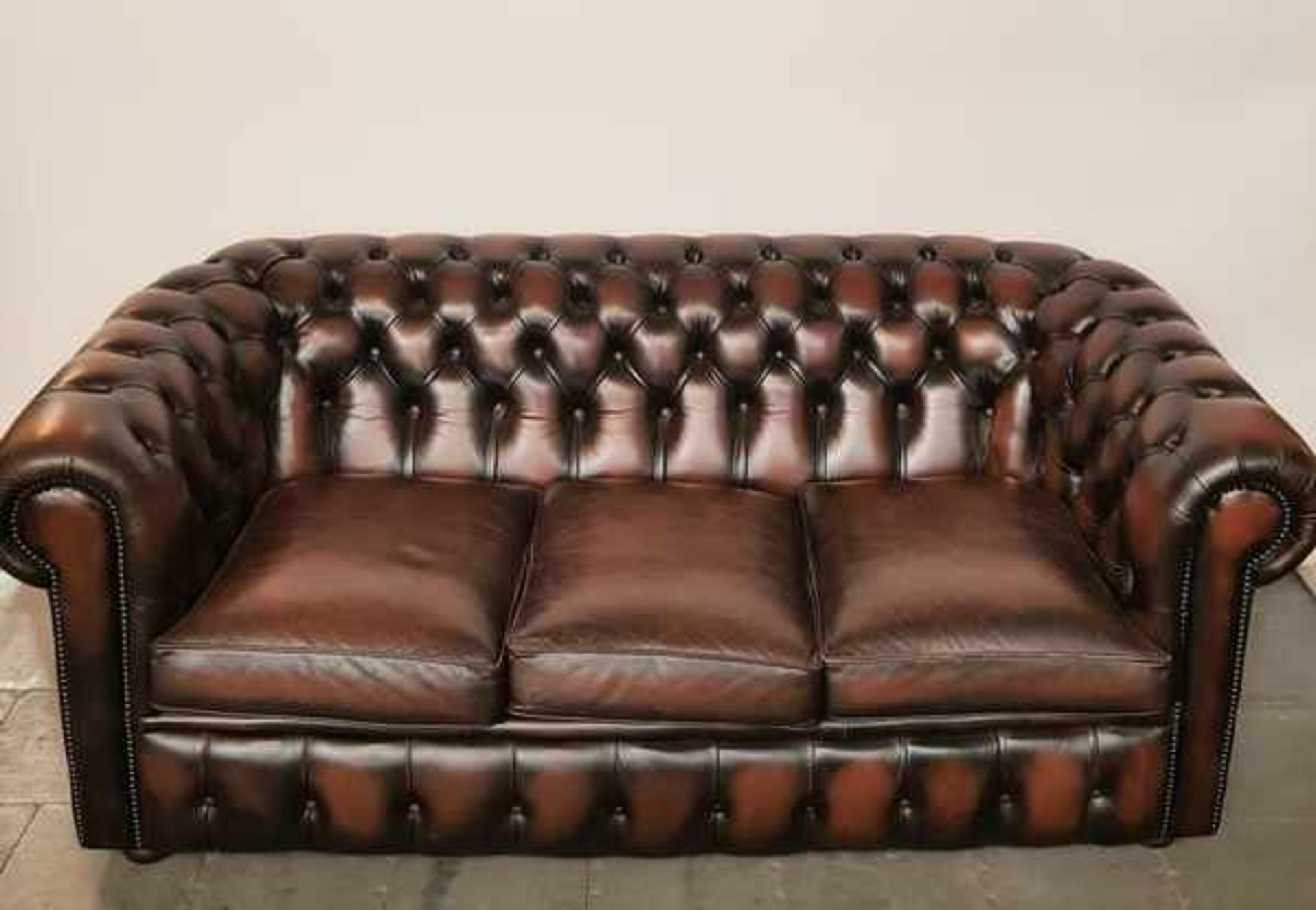 (Curiosa) Chesterfield stijl 3-zits bank - Image 2 of 3