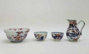 (Aziatica) Drie Imari kommen en een kan - China - begin 18e eeuw (Kangxi periode)