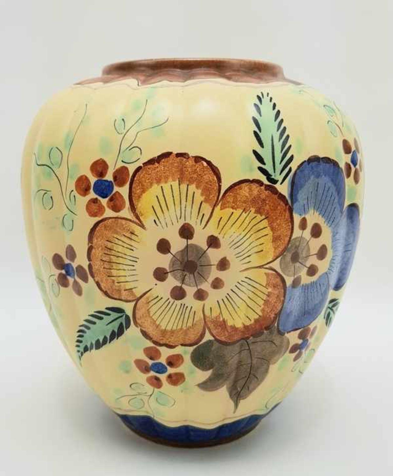 Los 181 - (Toegepaste kunst) Handgeschilderde vaas