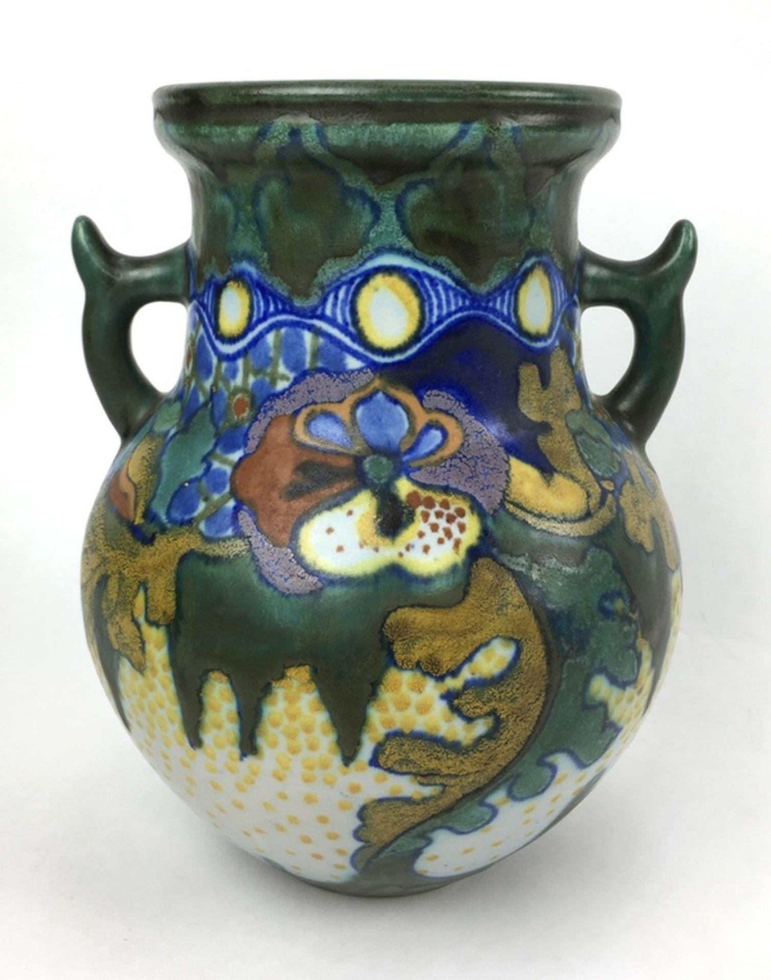 (Toegpaste kunst) Amfora vaas, plateelbakkerij Zuid-HollandAardewerk amfora vaas met decor Coro