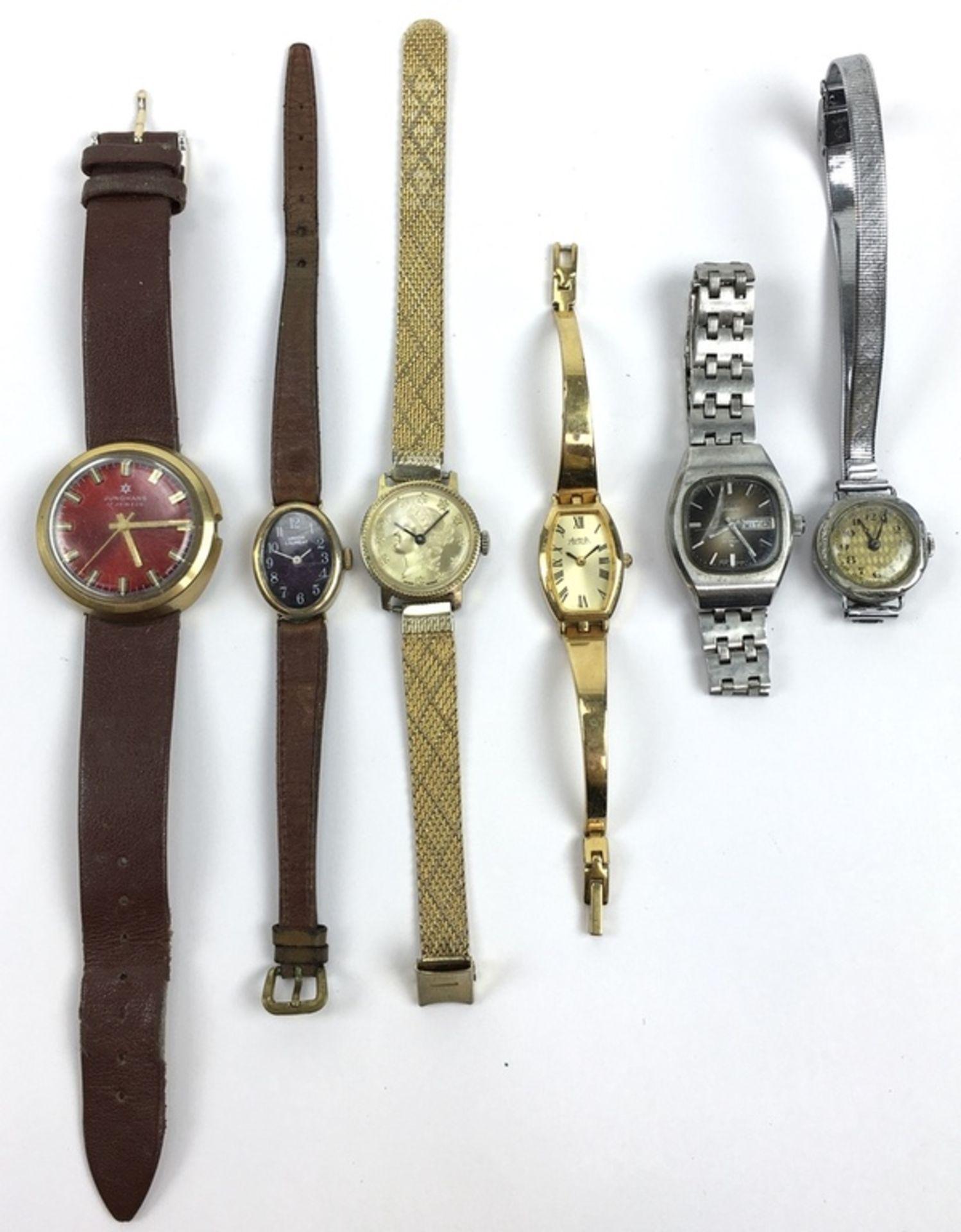 (Sieraden) HorlogesZes verschillende merken horloges, waaronder een Junghans. Conditie: Gebruik