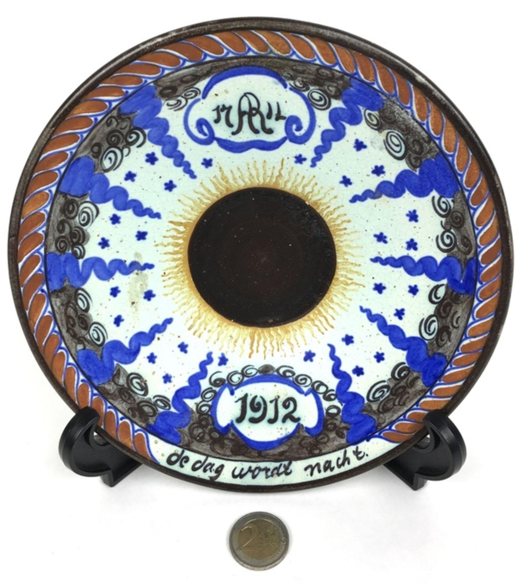 (Toegpaste kunst) Bord, Potterij RembrandtHerinneringsbord zonsverduistering 17 april 1912. Pot - Image 2 of 5