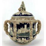 (Curiosa) Aardewerk bowl pot, DuitslandAardewerk bowl pot met druiventrossen decoratie. Duitsla