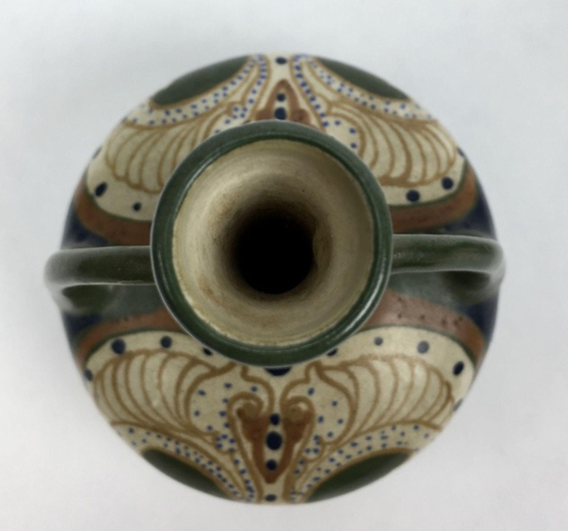 (Toegpaste kunst) Amfora vazen, Arnhemse FayencefabriekEen paar plateel amfora vazen, Arnhemse - Image 5 of 7