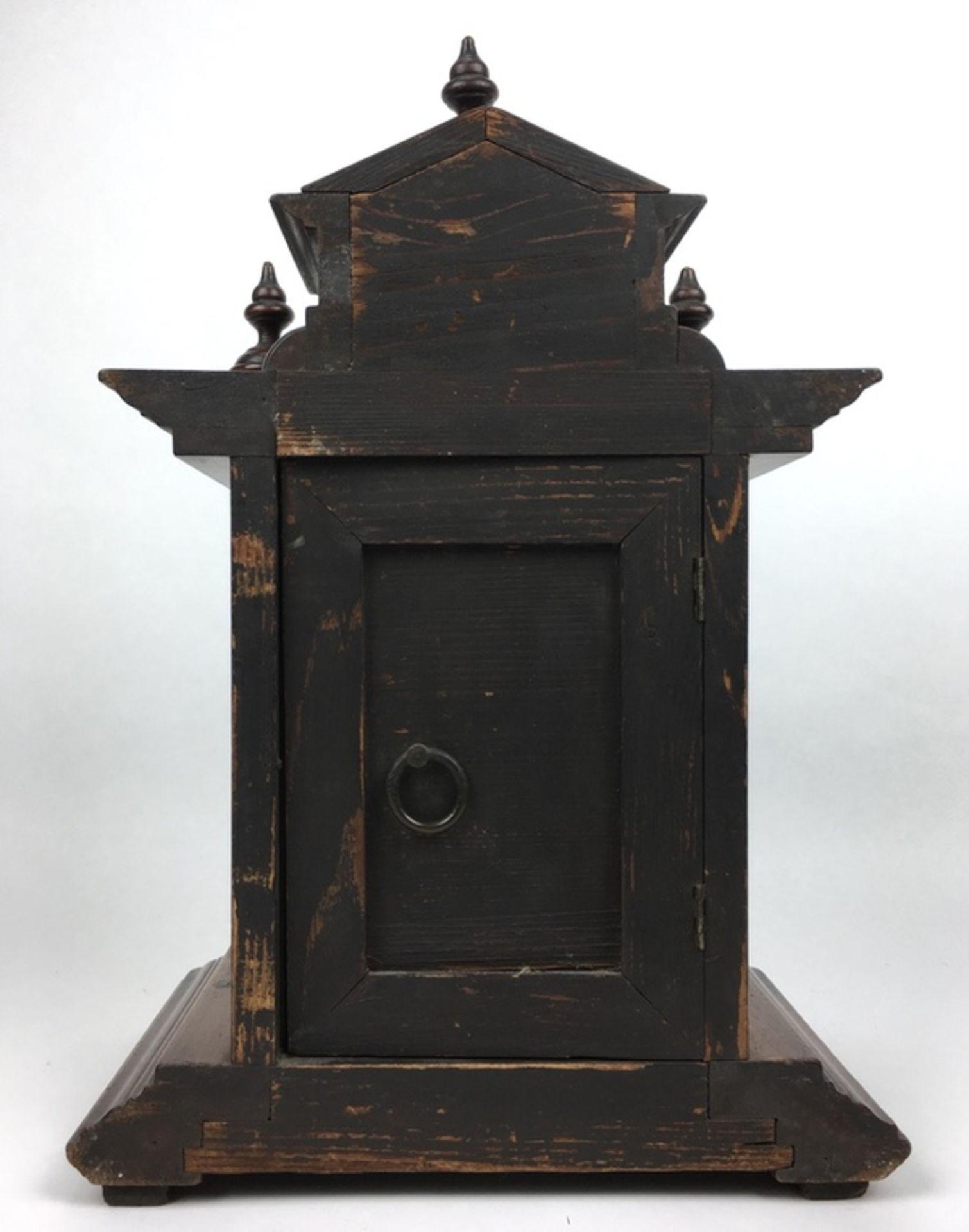 (Antiek) Tafelklok, JunghansHouten tafelklok met Junghans uurwerk en wekker. Emaille wijzerplaa - Image 3 of 7