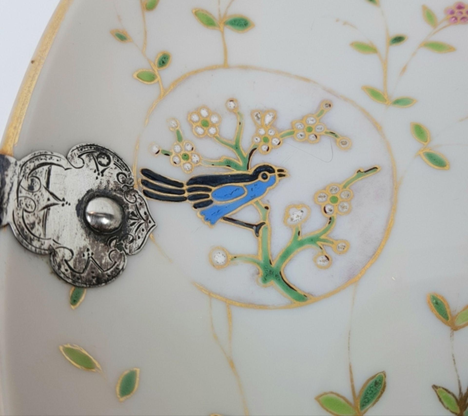 (Antiek) Serveerschaal met zilveren hengselBeschilderde opaline schaal met zilveren hengsel, ci - Image 4 of 8